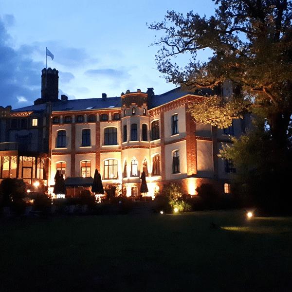 Gutshaus Mecklenburg Beleuchtung Abendstimmung Wismar